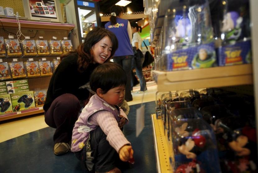Berikan pilihan kepada anak berdasarkan pertimbangan tertentu - 5 Tips Cerdas Mengajak Si Kecil ke Toko Mainan Anak