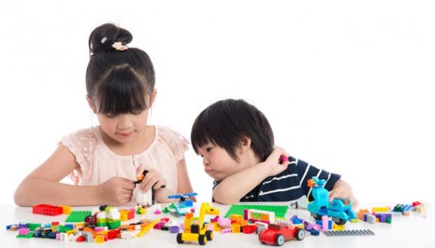 Mainan mobil-mobilan - Meski Harga Mainan Anak Ini Murah, Tapi Manfaatnya Sangat Besar Bagi Perkembangan Si Kecil