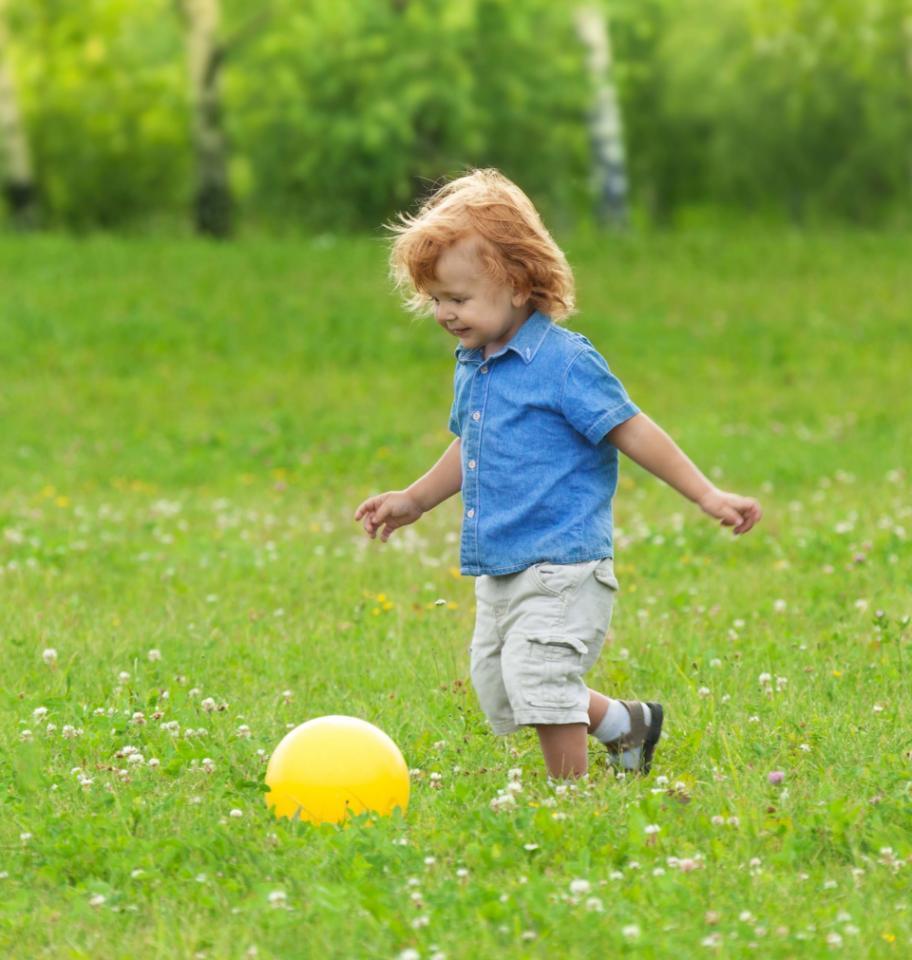 Bola - Mainan Anak Laki-Laki yang Baik untuk Merangsang Perkembangannya