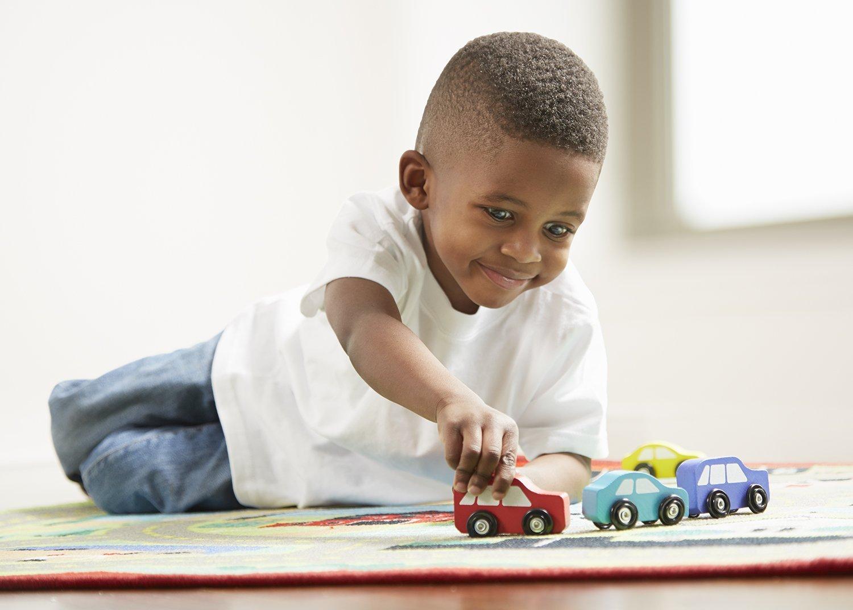 Anak belajar bergerak dengan aktif - Wow, Ternyata Ini 5 Manfaat Mainan Mobil Anak