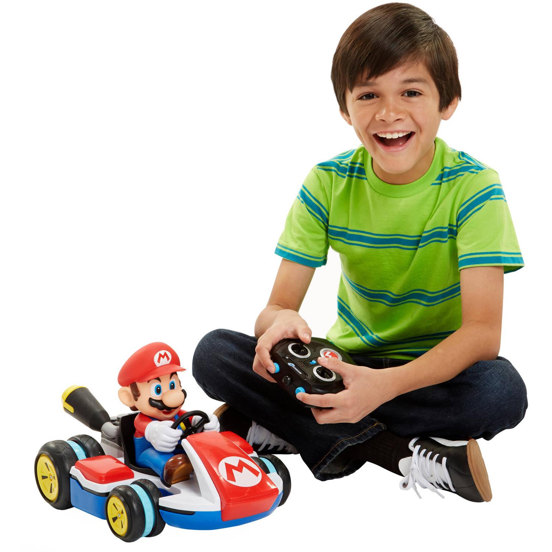 Meningkatkan interaksi sosial dengan orang-orang terdekat - Manfaat Mainan Mobil Remot untuk Melatih Kecerdasan Emosional Anak