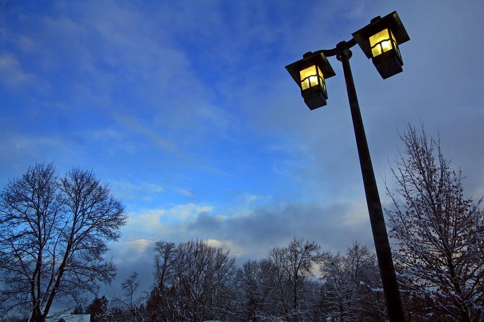 Downlighting - Tips Memilih Desain Lampu Taman Cantik untuk Kantor dan Taman Kota - pixabay.com