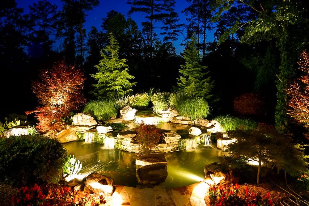 Menampilkan kesan dramatis - Tips Memilih Desain Lampu Taman Cantik untuk Kantor dan Taman Kota - artisticlandscapes.com