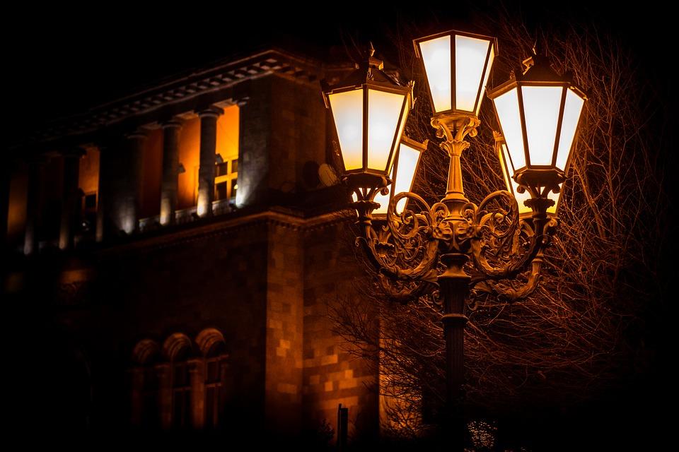 Pilih desain lampu taman yang tepat - Tips Memilih Desain Lampu Taman Cantik untuk Kantor dan Taman Kota : pixabay.com